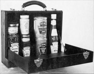 Чемоданчик с продукцией Heinz