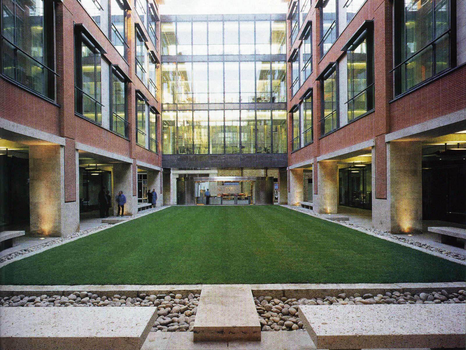 Aтриум лондонского офиса Merrill Lynch