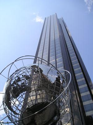 «Именной» небоскреб Trump Tower на Пятой авеню в Нью-Йорке — один из самых престижных жилых комплексов в мире