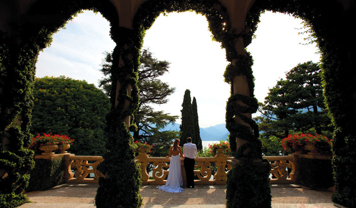 Свадьба в Чехии стоит от 1,4 тыс. евро, в Италии или во Франции — от 3,5 тыс. евро.