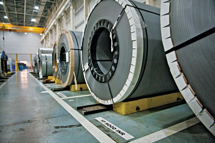Рулоны листовой стали после штамповки станут дверями, капотами, багажниками или боковыми панелями. Hyundai – единственная в мире автомобильная компания, которая сама производит сталь для своих производственных нужд