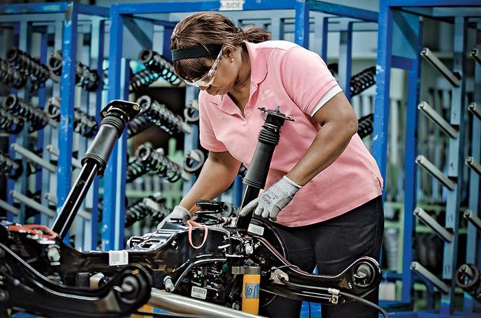 По меркам штата Алабама работники завода Hyundai получают относительно высокую заработную плату, они отвергли предложение профсоюза работников автомобильной промышленности создать профсоюзную организацию на заводе