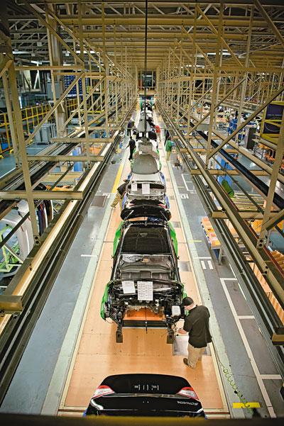 Конвейер на заводе в Монтгомери, где производятся модели Sonata и Elantra