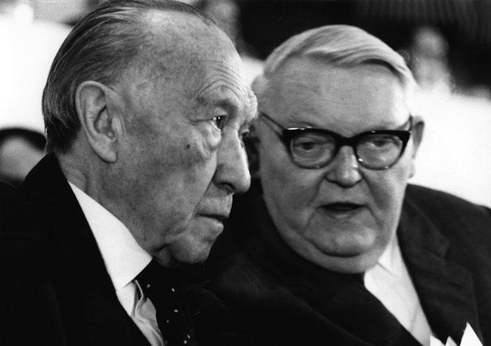 Конрад  Аденауэр назначил Людвига  Эрхарда министром  экономики