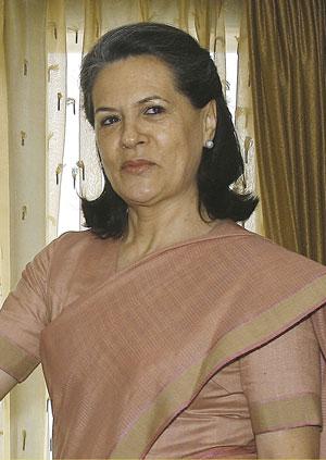 Вдова Раджива Ганди —  Соня   возглавляет партию Индийский национальный  конгресс