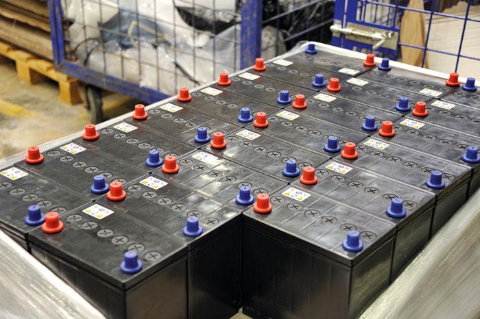 Собранные аккумуляторы перед отправкой заказчикам предстоит зарядить