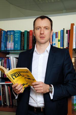 Из всех книг, стоящих на полке в его рабочем кабинете, Алексей Трошин особо выделяет «Эгоистичный ген» Ричарда Докинза: «Эта книга  дала мне понимание фундаментальных принципов эволюции жизни».