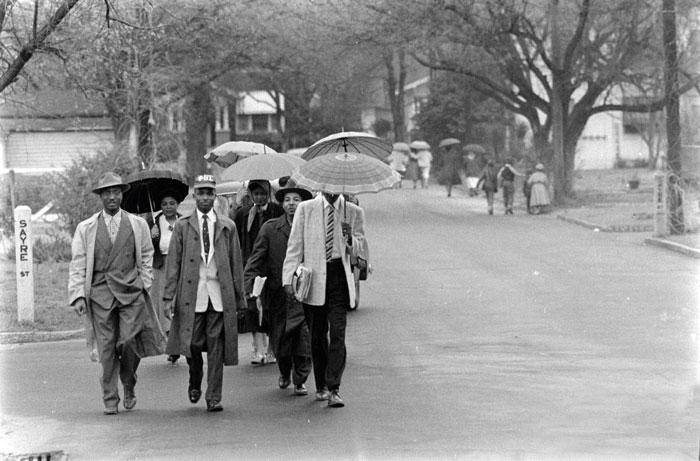 Во время «автобусного бойкота» 1955 года в американском штате Алабама,  с которого началось массовое движение против расовой сегрегации, Lloyd's выплатила страховки владельцам автобусов, участвоваших в бойкоте