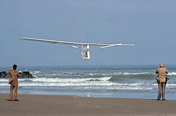 Gossamer Albatross приземляется на мысе Гри-Не во Франции, 1979 г.