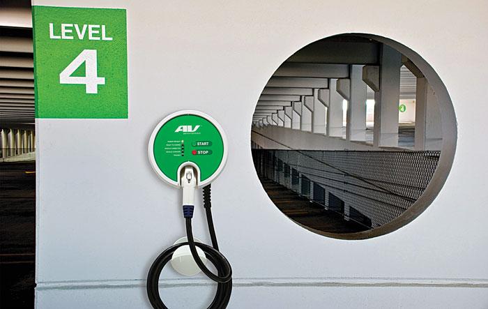 Зарядные устройства AeroVironment для электромобилей могут быть встроены в парковочные места на крытых автостоянках