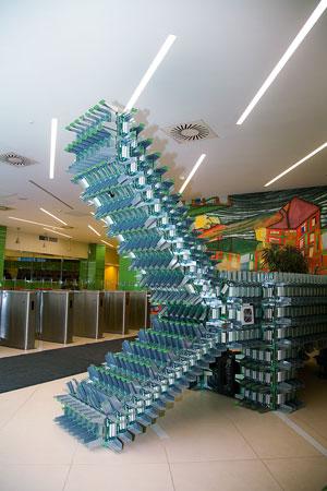 Арт-объект «Крокоимпульс сингулярности» служит украшением офиса КРОК.