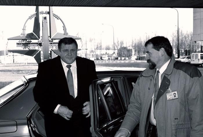 Владимир Мечьяр, запечатленный во время визита в штаб-квартиру НАТО, поддерживал сближение Словакии с западными партнерами разве что на словах