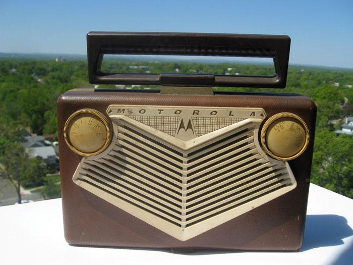 Портативный ламповый радиоприемник средневолнового диапазона