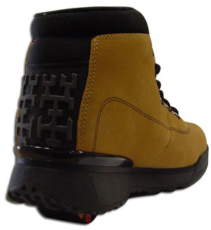 Пытаясь спасти компанию от краха, руководство выпустило стильные кроссовки для мальчиков из нубука
