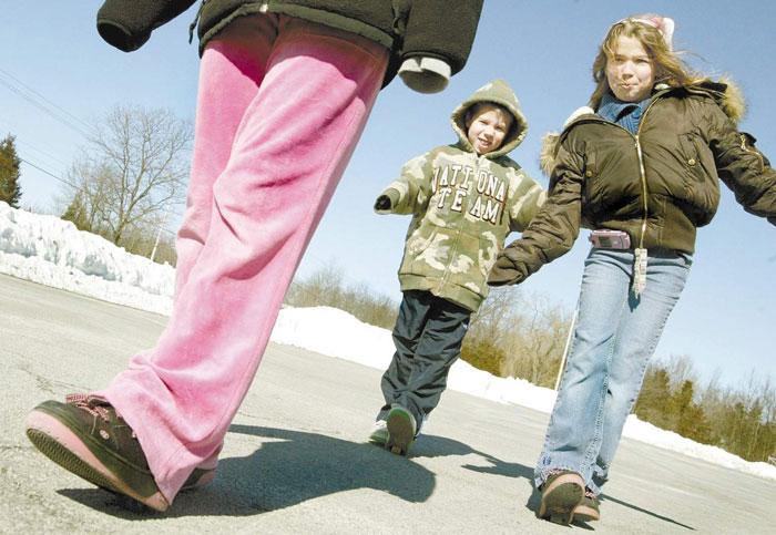 Целевой группой в Heelys считали детей и подростков от 6 до 14 лет, убеждая их в том, что кроссовки — повседневная обувь, только с колесиками
