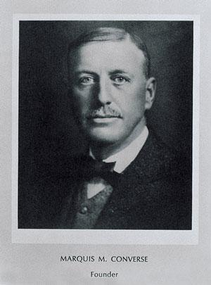 Начиная производство холщовых тапок нарезиновой подошве в1915 году, Маркус Конверс инеподозревал, чтосоздает легенду