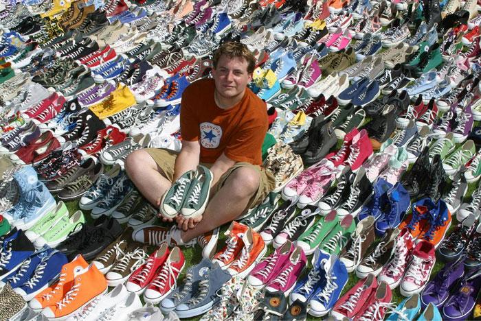 Джошуа Мюллер попал вКнигу рекордов Гиннесса, когда собрал самую большую коллекцию кед Сonverse — вней более 1,5 тыс. разнообразных пар