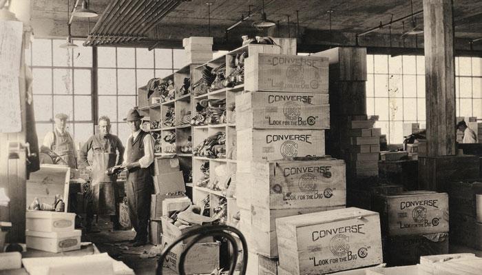 Фабрика попроизводству кед, которую в1908 году открыл вМассачусетсе Маркус Конверс