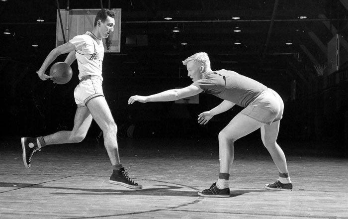 Чак Тэйлор (слева) носил только Chuck Taylor All Star