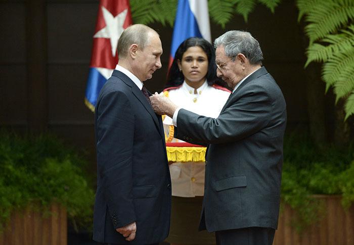 Во время визита Владимира Путина на Кубу летом 2014 года Рауль Кастро наградил его одной из высших наград республики – национальным орденом «Хосе Марти»