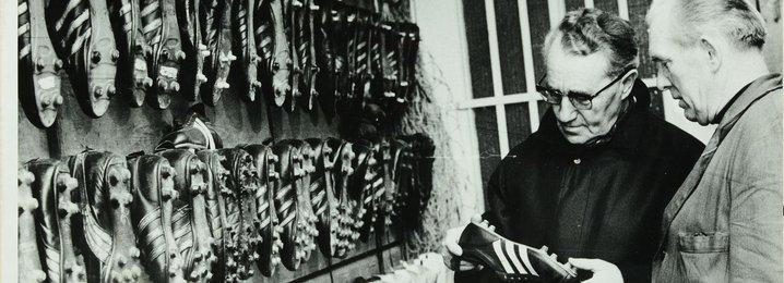 Ади Дасслер (слева) и его коллекция